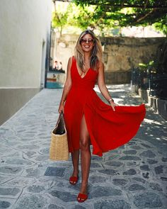 """36.9k Likes, 297 Comments - Natasha Oakley (@tashoakley) on Instagram: """"I take my Italy outfits pretty seriously ♥️ Wearing @Revolve, outfit details on the link in my…"""""""