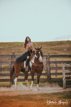 Horse Girl Photography, Image Photography, Foto Cowgirl, Quince Pictures, Country Style Outfits, Book 15 Anos, Most Beautiful Horses, Birthday Gifts For Best Friend, Cowgirl Outfits