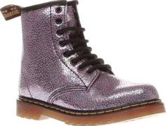 Dr Martens Purple Delaney Sparkle Girls Junior Budding fashionistas can welcome the new season in style, as the Delaney Sparkle arrives from Dr Martens. Crafted in purple leather, the upper features a cracked metallic finish with an iridescent shi http://www.comparestoreprices.co.uk/january-2017-8/dr-martens-purple-delaney-sparkle-girls-junior.asp