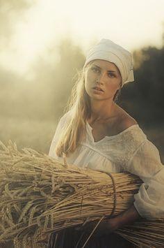 Amazing Photography by Ukraine based photographer David D Cenas Do Interior, David Dubnitskiy, Fields Of Gold, Wheat Fields, Foto Art, Mode Vintage, Female Characters, Amazing Photography, Farm Girl Photography