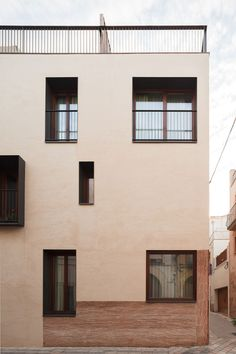 VVArquitectura is part of architecture - Completed in 2013 in Vilaseca, Spain Images by Joan Guillamat The Raval de la Mar Hotel is located in the historical center of VilaSeca, where the urban lines are irregular and constructions are typically 3 Facade Design, House Design, Arched Windows, Facade Architecture, Facade House, House Styles, Tarragona Spain, Brick Houses, Spain Images
