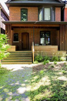 Modern Porch Ideas and An Update Moderne Veranda-Ideen und ein Update Porch Roof Design, Patio Design, Porch Kits, Porch Ideas, House Front Porch, Front Porches, Veranda Design, Toronto Houses, Modern Porch