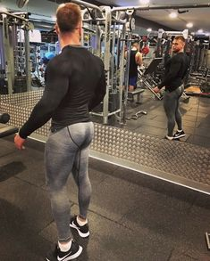 Men's Training Gear Mens Tights, Shorts With Tights, Mens Compression Pants, Gym Style, Sport Fashion, Mens Fashion, Super Skinny Jeans, Muscle Men, Mens Fitness