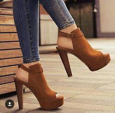 high heels – High Heels Daily Heels, stilettos and women's Shoes Dream Shoes, Crazy Shoes, Me Too Shoes, Pretty Shoes, Beautiful Shoes, Pretty Sandals, Stilettos, Pumps Heels, Suede Heels