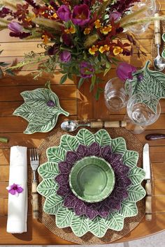 Decoration table, table place settings, dressing your table, green table,. Dinner Sets, Dinner Table, Table Place Settings, Boho Home, Green Table, Decoration Table, Tablescapes, Decorative Plates, Creations