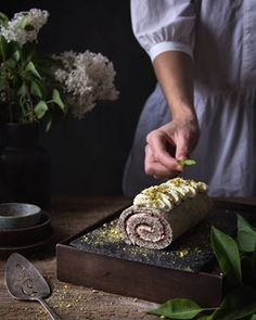 Banánový cheesecake so slaným karamelom | The Story of a Cake Oreos, Winter Wonderland, Quiche, Cheesecake, Vegetables, Food, Cheesecakes, Essen, Quiches