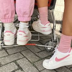 nike socks with air force ones outfit Aesthetic Shoes, Pink Aesthetic, Aesthetic Clothes, Urban Aesthetic, Souliers Nike, Moda Sneakers, Pink Sneakers, Sneakers Nike, Pink Nike Shoes