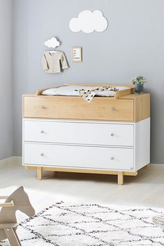 Sprossenbett & Wickelkommode Kinderbett: Liegefläche 70 x 140 cm, LBH ca. 144/78/90 cm Wickelkommode BHT ca. 126/101/57-77 cm Baby Changing Tables, Dresser As Nightstand, Baby Care, Baby Room, Living Room Designs, My Design, Kids Room, Room Decor, Cabinet