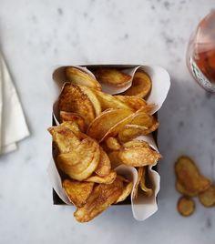 Zelf chips maken klinkt als een karwei waar je u tegen zegt. Maar niets is minder waar! Sterker nog, je snijdt wat groente (of [...]