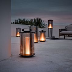 AMBIENT MESH CAROB - Designer Outdoor pendant lights from Gloster Furniture GmbH ✓ all information ✓ high-resolution images ✓ CADs ✓ catalogues. Patio Lighting, Landscape Lighting, Lighting Design, Rooftop Lighting, Teak Outdoor Furniture, Garden Lanterns, Glass Lanterns, Modern Architecture, Backyard