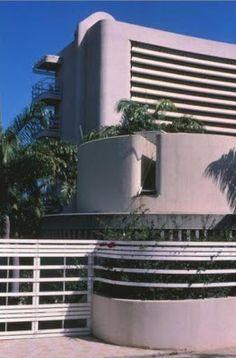 CARLOS GOMEZ DE LLARENA ARQUITECTO: Residencias Caraballeda (1976)