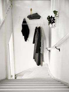 7 Ways To Organise Your Clothes Like A Minimalist