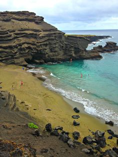 The very best things to do on the Big Island of Hawaii including hiking to its famous green sand beach.