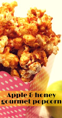Apple & honey gourmet popcorn - a Rosh Hashanah treat! Popcorn Snacks, Flavored Popcorn, Gourmet Popcorn, Popcorn Bowl, Popcorn Flavours, Homemade Popcorn, Popcorn Kernels, Homemade Gifts, Marshmallows