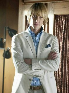 @Gabriel_Mann Today is #RevengeSaturday in japan! (S1/ EP7~EP10) I enjoy Nolan of the mushroom hair!! Yey :)