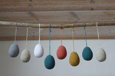 Hæklede påskeæg i 2 størrelser Easter Crochet, Knit Crochet, Happy Easter, Wind Chimes, Wall Decor, Knitting, Creative, Outdoor Decor, Inspiration