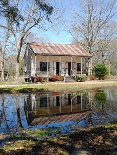 Acadian Village in Lafayette, Louisiana. Several authentic Cajun homes are assembled together to show visitors what a Cajun village would have looked like. Louisiana Bayou, Louisiana History, Louisiana Homes, New Orleans Louisiana, Lafayette Louisiana, Abandoned Mansions, Abandoned Houses, Abandoned Places, Creole Cottage