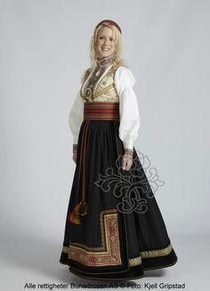Beltestakk fra Telemark - BunadRosen AS Folk Costume, Costumes, Norwegian Clothing, Norwegian Style, Scandinavian Fashion, Medieval Dress, Ethnic Fashion, Traditional Dresses, Costume Design