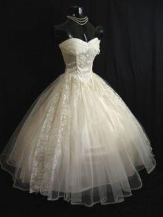 1950s Vintage Dresses, Vintage Outfits, Vintage Fashion, Vintage Clothing, Retro Fashion, Boho Fashion, Winter Fashion, Beautiful Gowns, Beautiful Outfits