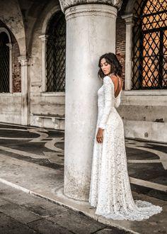 hippie wedding dress 159314905554155681 - Jade Dress Source by Vegas_Weddings Indie Wedding Dress, Boho Wedding Gown, Western Wedding Dresses, Modest Wedding Dresses, Bridal Dresses, Lace Wedding, Bridesmaid Dresses, Wedding Reception, Wedding Ideas