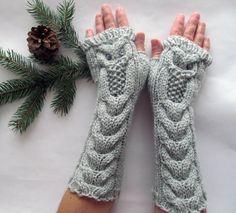 Uil licht grijze lange Hand gebreide Arm Warmers Vingerloze handschoenen, vrouw wanten, Eco vriendelijke, kerstcadeau, als cadeau voor haar, cadeau-ideeën