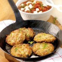 Paillassons de pommes de terre, sauce tomate et courgette.