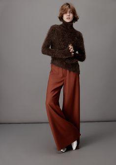 「アキラナカ(AKIRA NAKA)」は2016-17年秋冬コレクションを発表した。