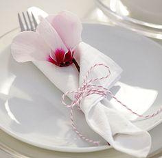 Livingathome De picnic table decor weddings wedding stationery