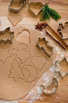 Pierniczki Składniki na 50 - 60 sztuk: szklanki miodu . na who stole the cookie from the cookie jar - Zszywka. Christmas Mood, Xmas, B Recipe, Christmas Inspiration, Toffee, Gingerbread Cookies, Sweet Recipes, Good Food, Food And Drink