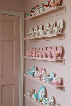 Tea Cup Display, Display Wall, Dish Display, Display Ideas, Vintage China, Vintage Tea, Vintage Stuff, Tea Room Decor, Do It Yourself Design