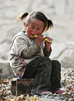 This photo is to sad she must be so hungry.... My heart breaks her for...