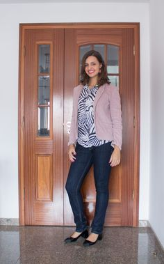 Camisa preta e branca com estampa de bicho  + blazer na cor rose quartz / black and white animal print shirt and rose quartz blazer