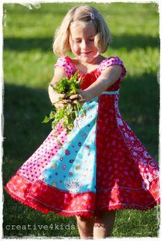 rade wieviel Meter Zackenlitze du vernäht hast....lach ?! Ein super schönes Kleid...steht Paulina total gut....hast sie fototechnisch auch g...