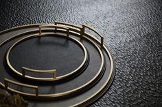 Auf der Wunschliste: die neuen ›Defile Trays‹ mit Messing-Rand #Giobagnara #Tray #Luxus