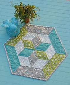 Even more awesome runners and table toppers from Heather Mulder Peterson's book… Table Topper Patterns, Quilted Table Toppers, Table Runner And Placemats, Quilted Table Runners, Small Quilts, Mini Quilts, Quilting Projects, Quilting Designs, Quilting Ideas