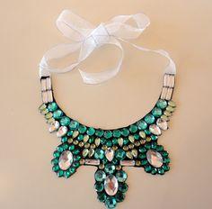 Passo-a-passo Maxi colar verde.http://horadediva.blogspot.com.br/2012/01/passo-passo-maxi-colar-verde.html