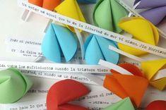 Papeles Pequeños: Pensando en el día del amigo. Valentine Day Love, Valentines, Love Hug, Oragami, Ideas Para Fiestas, Paper Cutting, Crafts For Kids, Scrapbook, Blog