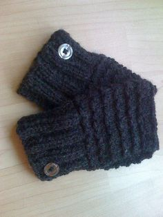 Free Knitting Pattern: Easy Patterned Handwarmers