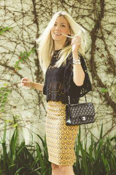 Nati Vozza do Blog de Moda Glam4You arrasou com seu look do dia com saia midi, blusa de rena e bolsa chanel!