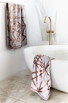 From drab to fab: How Rebecca Judd turned her bathroom into a serene suite Reece Bathroom, Laundry In Bathroom, Dream Bathrooms, Beautiful Bathrooms, Pink Bathrooms, Gold Taps, Melbourne, Rebecca Judd, Pink Tiles