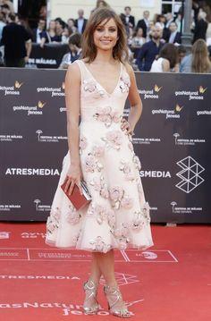 Michelle Jenner, que presentó durante el festival la película Nuestros amantes, con un sofisticado vestido de Dior