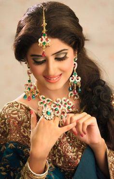 beautiful bridal dresses and sparkling bridal jewelry sajal ali bridal Pakistani Jewelry, Pakistani Bridal, Indian Bridal, Indian Jewelry, Pakistani Makeup, Punjabi Bride, Pakistani Girl, Indian Makeup, Punjabi Wedding