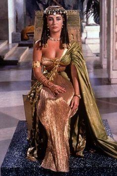 Tumblrは自分を表現したり発見することができる場であり、好きなものを通じてつながりを見つけたり、興味が人と人をつなげるプラットフォームです。 Glamour Hollywoodien, Old Hollywood Glamour, Vintage Hollywood, Hollywood Stars, Classic Hollywood, Glamour Beauty, Hollywood Fashion, Elizabeth Taylor Cleopatra, Elizabeth Taylor Style