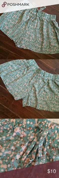 "A cute pair of flowy shorts A pair of floral shorts in green & peach colored flowers lots of strech in the wide waist band great for bed or lounging around. Waist not streched 12"" rise 11"" inseam 3"" Shorts"