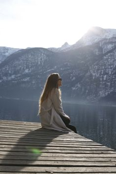 Hallstatt travel post on www.andreamurasan.com  #blog #blogpost #ontheblog #andreamurasan #travel #fashion #outfit Travel Fashion, Travelling, City, Outfit, Blog, Photography, Peace, Outfits, Photograph