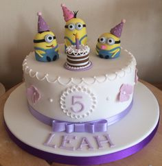 Minion birthday cake with stuart Kevin and bob Girl Minion Cake, Bolo Minion, Minion Cupcakes, Baby Boy Cakes, Girl Cakes, Despicable Me Cake, Easy Minecraft Cake, Minecraft Houses, Happy Birthday Minions