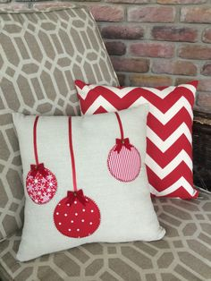 16 x 16 christmas ornament pillow cover by SewMeantToB on Etsy Christmas Tree Quilt, Christmas Cushions, Christmas Fabric, Christmas Pillow, Christmas Holidays, Christmas Sewing Projects, Christmas Crafts, Christmas Decorations, Christmas Ornaments