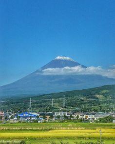 こないだの東京への出張に行った際にKITTEからの夜景以前に実は新幹線の中から富士山を激写してました . 脇見もくれず富士山が見えなくなるまでパシャリパシャリと . いつか富士山の星空も撮ってみたいものですね . . . Location: #富士山  . 静岡 Shizuoka/Pref:Japan . . by evolve_basis