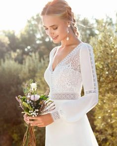 Do not miss the new collection Bridal Gown Rosa Clara You will find beautiful dresses wedding dresses, bejeweled bride wedding dresses princess cut wedding dresses and mermaid cut dresses and pink. Do you like dresses with lace? White Camo Wedding Dress, Wedding Dress Sleeves, Boho Wedding Dress, Wedding Gowns, Mermaid Wedding, Camouflage Wedding, Cowgirl Wedding, Wedding Country, Country Weddings