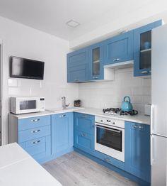 Model dan Tips Memilih Kitchen Set Minimalis Modern Terbaru 2020 Studio Kitchen, Kitchen Room Design, Kitchen Cabinet Design, Kitchen Sets, Kitchen Cupboards, Kitchen Interior, Kitchen Decor, Blue Kitchen Accessories, Grey Interior Design